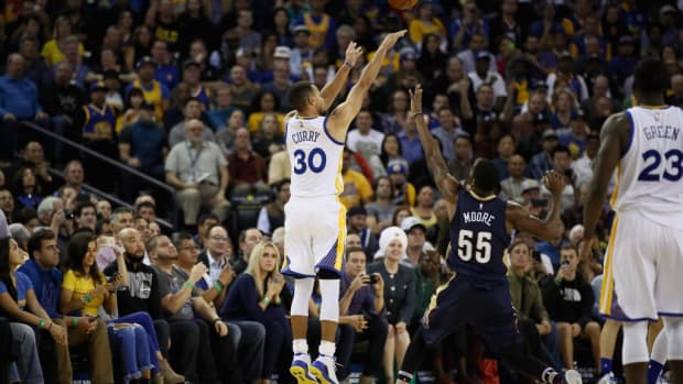 Stephen Curry breaks NBA record with 13 3-pointers vs. Pels
