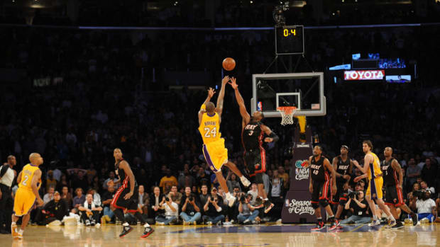 LOS ANGELES - DECEMBER 4:  Kobe Bryant #24 of the Los Angeles Lakers shoots over Dwyane Wade #3 of the Miami Heat with .04 seconds remaining for the win at Staples Center on December 4, 2009 in Los Angeles, California.  The Lakers defeated the Heat 108-107.  NOTE TO USER: User expressly acknowledges and agrees that, by downloading and/or using this Photograph, user is consenting to the terms and conditions of the Getty Images License Agreement. Mandatory Copyright Notice: Copyright 2009 NBAE (Photo by Noah Graham/NBAE via Getty Images)
