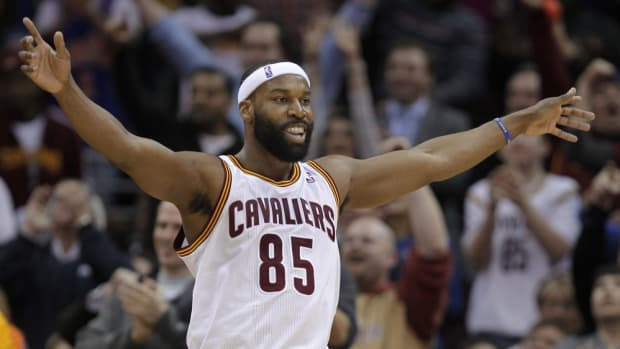 Cleveland Cavaliers' Baron Davis celebrates a basket late in the fourth quarter of the Cavaliers' 102-90 win over the Miami Heat in an NBA basketball game Tuesday, March 29, 2011, in Cleveland. (AP Photo/Mark Duncan)