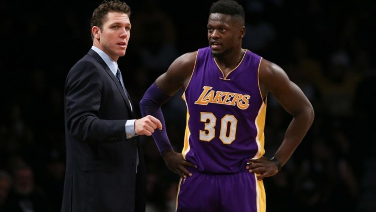 Julius-Randle-vs-Hornets-2-28-17