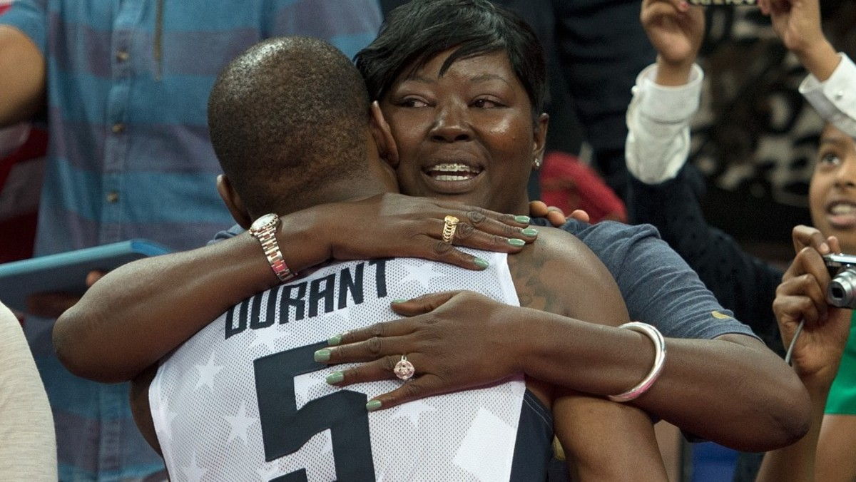 kevin-durant-mother-tri-e1431102096999