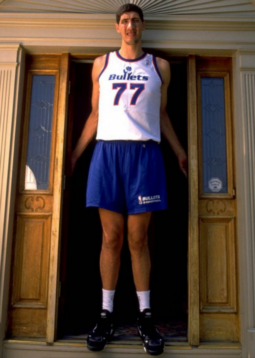 Top 10 Tallest Players in NBA History – Fadeaway World