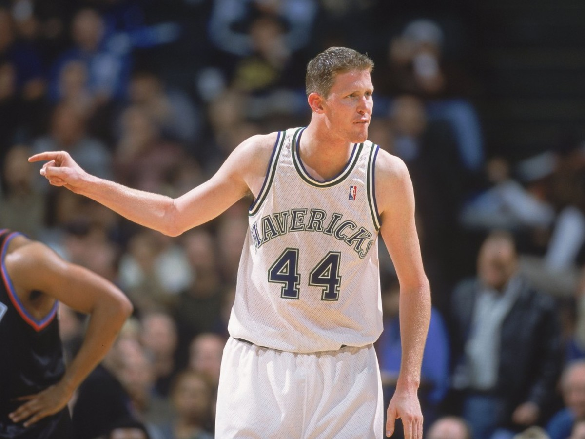 15 Feb 2001:  Shawn Bradley #44 of the Dallas Mavericks points on the court during the game against the Cleveland Cavaliers at the Reunion Arena in Dallas, Texas.  The Mavericks defeated the Cavaliers 102-81.  NOTE TO USER: It is expressly understood that the only rights Allsport are offering to license in this Photograph are one-time, non-exclusive editorial rights. No advertising or commercial uses of any kind may be made of Allsport photos. User acknowledges that it is aware that Allsport is an editorial sports agency and that NO RELEASES OF ANY TYPE ARE OBTAINED from the subjects contained in the photographs.Mandatory Credit: Ronald Martinez  /Allsport