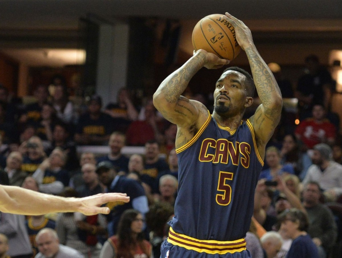 Isaiah Thomas: I 'Knew' Celtics Would Be Good; Cavs' Struggles 'Tough'