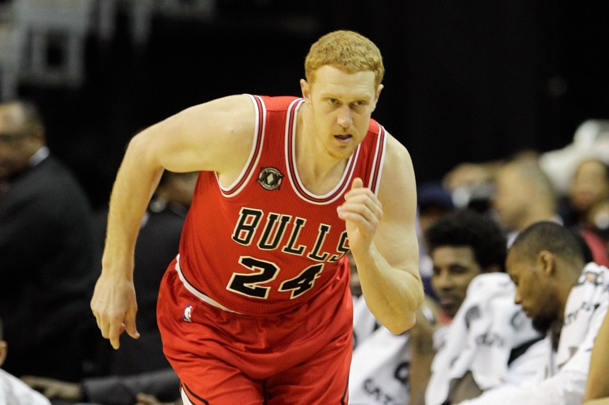 WASHINGTON, DC - FEBRUARY 28: Brian Scalabrine #24 of the Chicago Bulls against the Washington Wizards at the Verizon Center in Washington on February 28, 2011 in Washington, DC. NOTE TO USER: User expressly acknowledges and agrees that, by downloading and/or using this Photograph, User is consenting to the terms and conditions of the Getty Images License Agreement.  (Photo by Rob Carr/Getty Images)