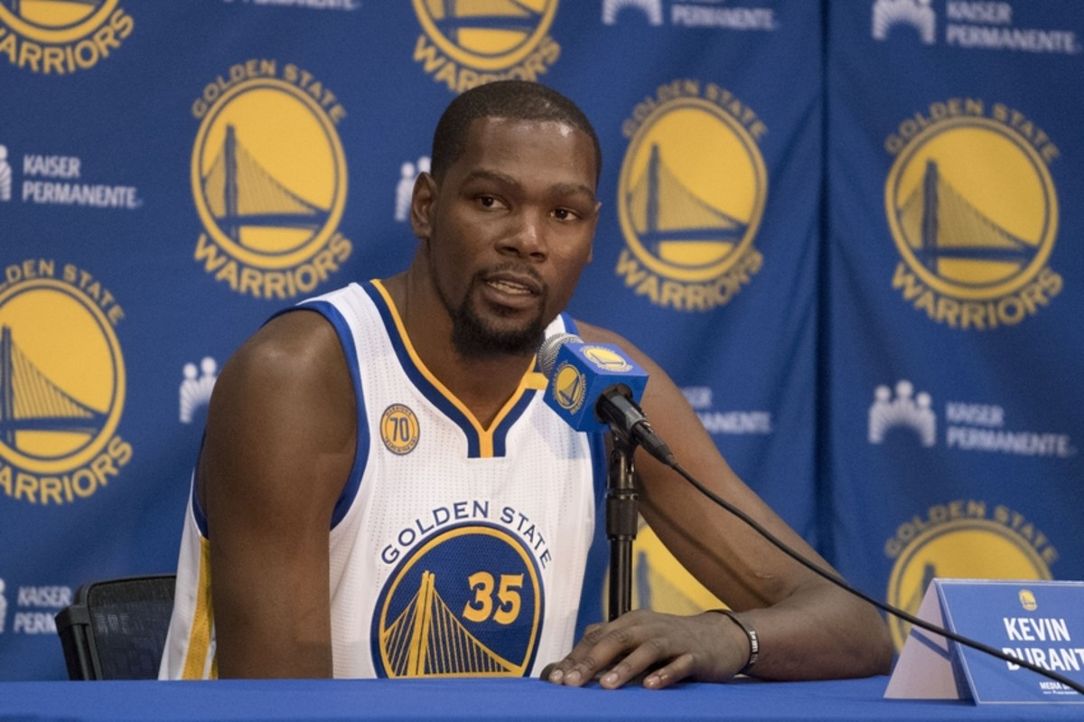 9568155-kevin-durant-nba-golden-state-warriors-media-day