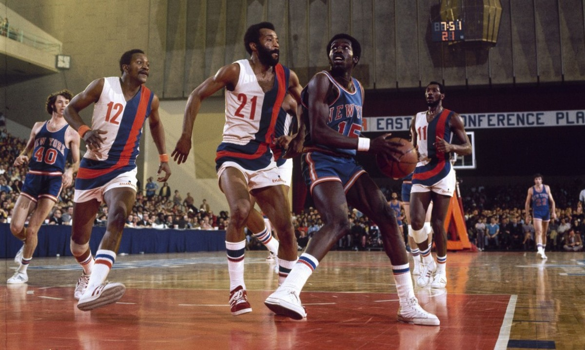 Basketball: NBA Playoffs: New York Knicks Earl Monroe (15) in action vs Baltimore Bullets Archie Clark (21) at Baltimore Civic Center. Game 3. Baltimore, MD 4/4/1973 CREDIT: Lane Stewart (Photo by Lane Stewart /Sports Illustrated/Getty Images) (Set Number: X17591 )