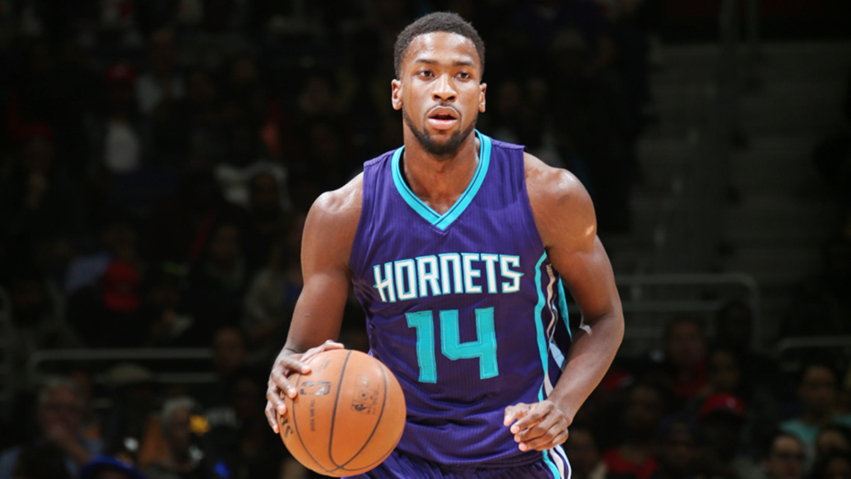 michael-kidd-gilchrist-separated-shoulder-charlotte-hornets