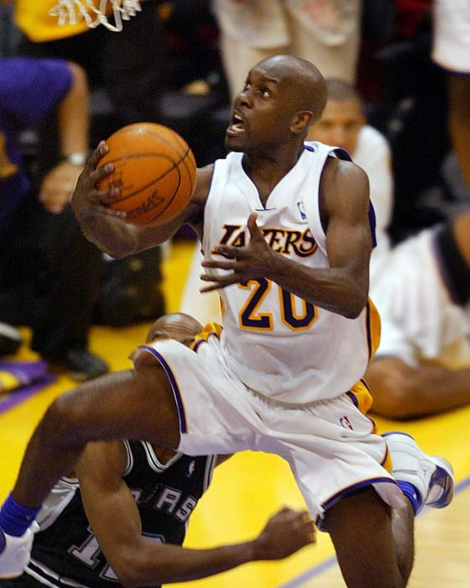 081626.SP.0509.lakers13.ls -- Lakers' Gary Payton goes up for a breakaway layup in the second half against the San Antonio Spurs Bruce Bowen, obscurred, Sunday in Game 3 of the NBA Western Conference semifinals at the Staples Center.