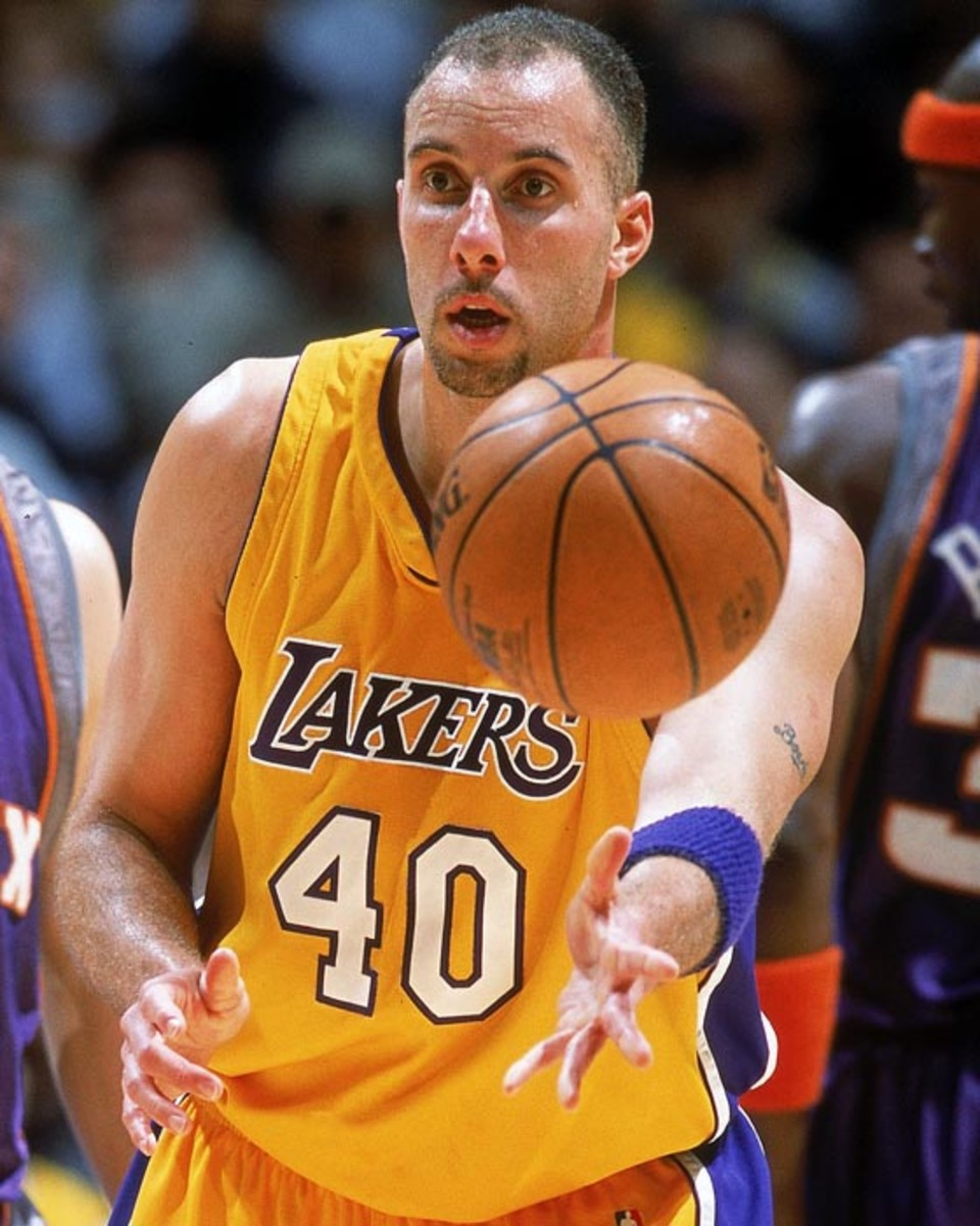 7 Feb 2001:  Greg Foster #40 of the Los Angeles Lakers passes the ball during the game against the Phoenix Sun at the STAPLES Center in Los Angeles, California.  The Lakers defeated the Suns 85-83.   NOTE TO USER: It is expressly understood that the only rights Allsport are offering to license in this Photograph are one-time, non-exclusive editorial rights. No advertising or commercial uses of any kind may be made of Allsport photos. User acknowledges that it is aware that Allsport is an editorial sports agency and that NO RELEASES OF ANY TYPE ARE OBTAINED from the subjects contained in the photographs.Mandatory Credit: Harry How  /Allsport