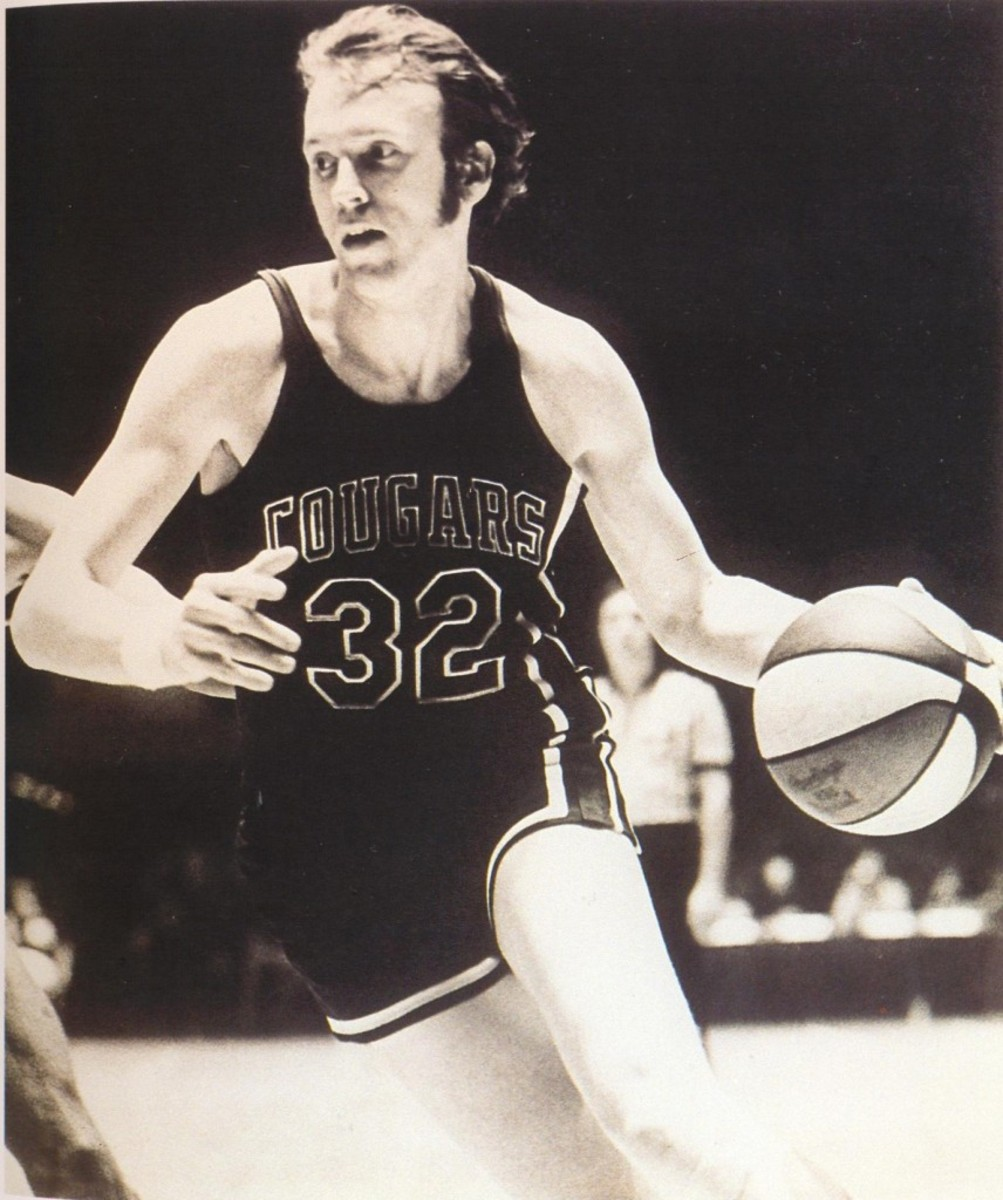 Cougars 72-73 Road Billy Cunningham (2)
