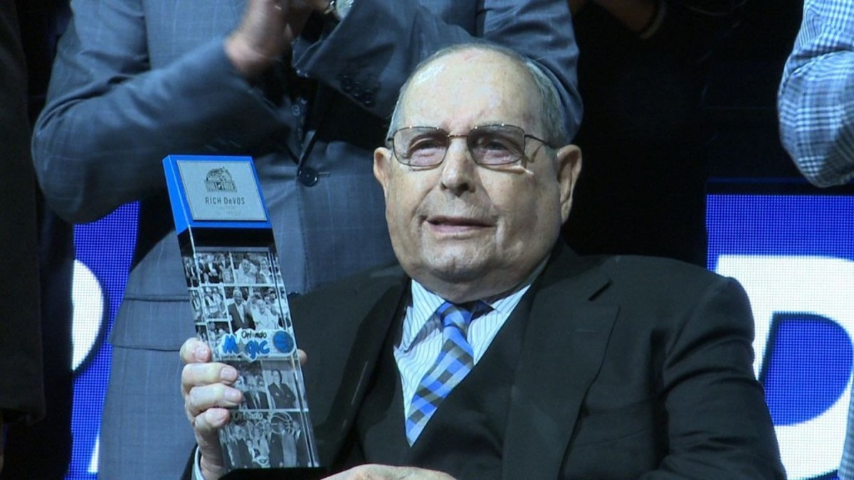 os-rich-devos-inducted-into-orlando-magic-hall-of-fame-20160329