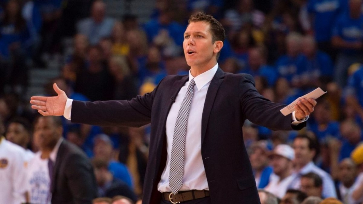 pi-nba-warriors-luke-walton-102915.vresize.1200.675.high.5