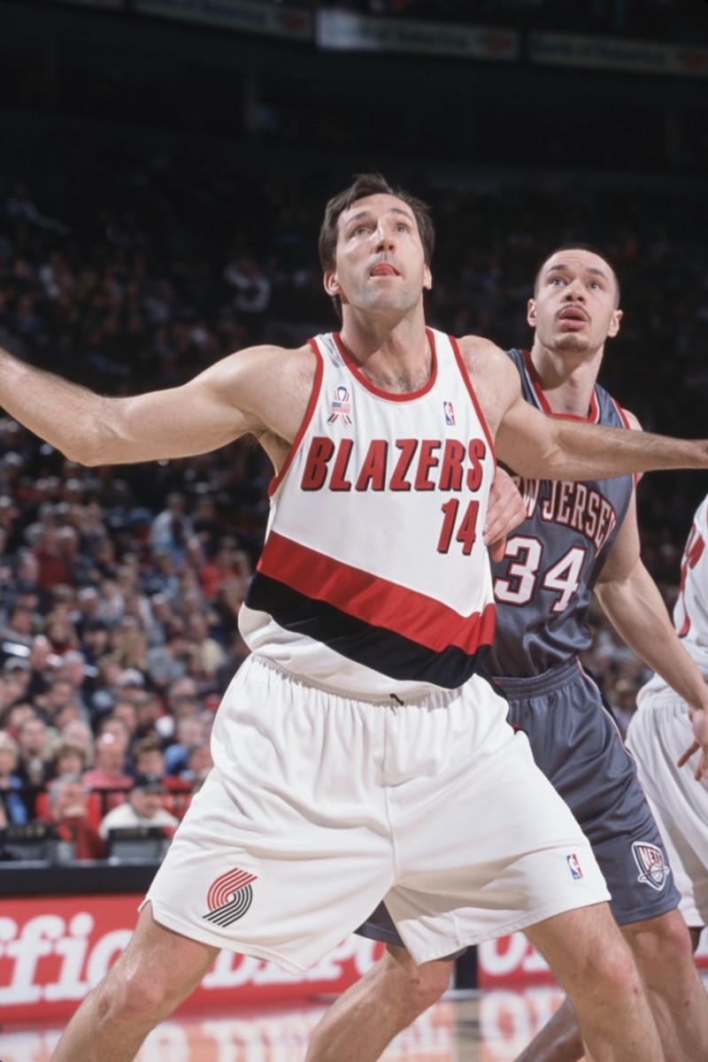 8 Mar 2002:  Center Chris Dudley #14 of the Portland Trail Blazers and forward Aaron Williams #34 of the New Jersey Nets attempts to catch the ball during the NBA game at the Rose Center in Portland, Oregon. The Trail Blazers defeated the Nets 92-73. NOTE TO USER: User expressly acknowledges and agrees that, by downloading and/or using this Photograph, User is consenting to the terms and conditions of the Getty Images License Agreement. Mandatory copyright notice:  Copyright 2002 NBAE Mandatory Credit:  Sam Forencich/NBAE/Getty Images