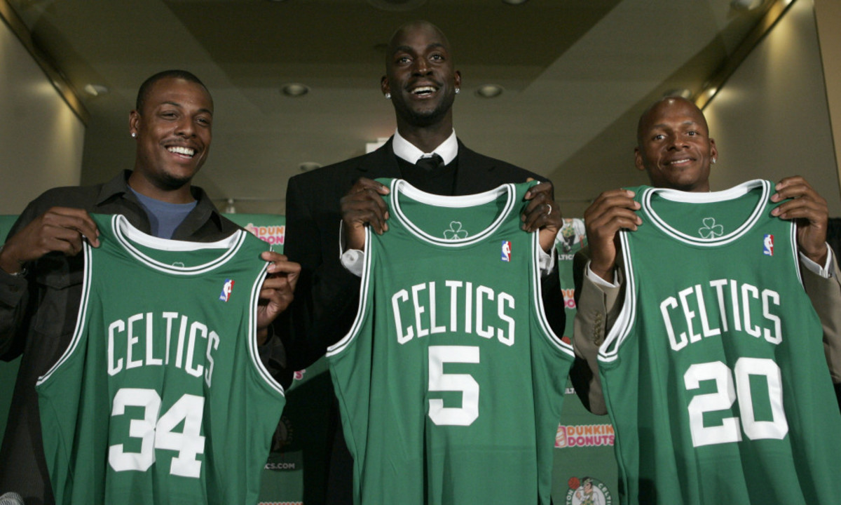 Newly-acquired Boston Celtics forward Kevin Garnett, center, stands with forward Paul Pierce, left, and guard Ray Allen during a news conference in Boston, Tuesday, July 31, 2007.  The Celtics sent the Minnesota Timberwolves forwards Al Jefferson, Ryan Gomes and Gerald Green, guard Sebastian Telfair and center Theo Ratliff, two first-round draft picks and cash considerations in the trade for Garnett. (AP Photo/Steven Senne) ORG XMIT: MACK107