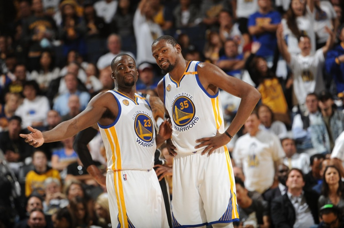 OAKLAND, CA - OCTOBER 25:  Draymond Green #23 and Kevin Durant #35 of the Golden State Warriors during a game against the San Antonio Spurs on October 25, 2016 at ORACLE Arena in Oakland, California. NOTE TO USER: User expressly acknowledges and agrees that, by downloading and or using this photograph, user is consenting to the terms and conditions of Getty Images License Agreement. Mandatory Copyright Notice: Copyright 2016 NBAE (Photo by Noah Graham/NBAE via Getty Images)