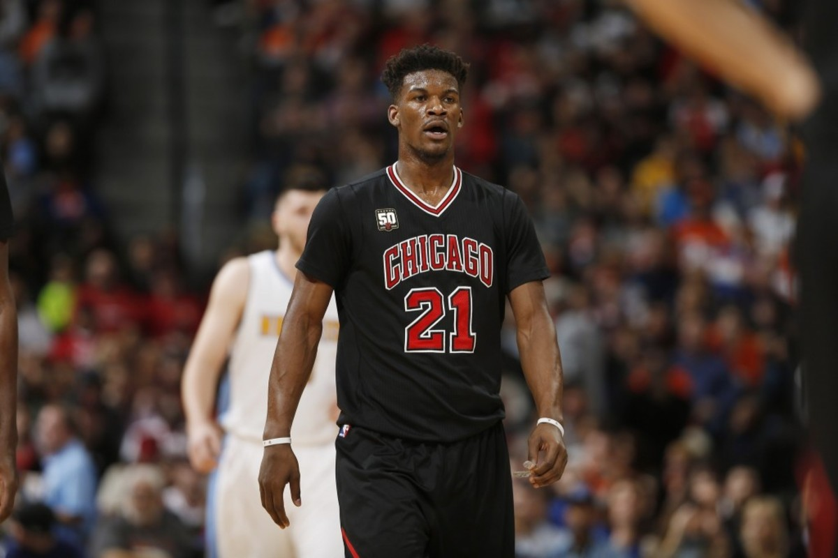 ct-jimmy-butler-knee-injury-20160212