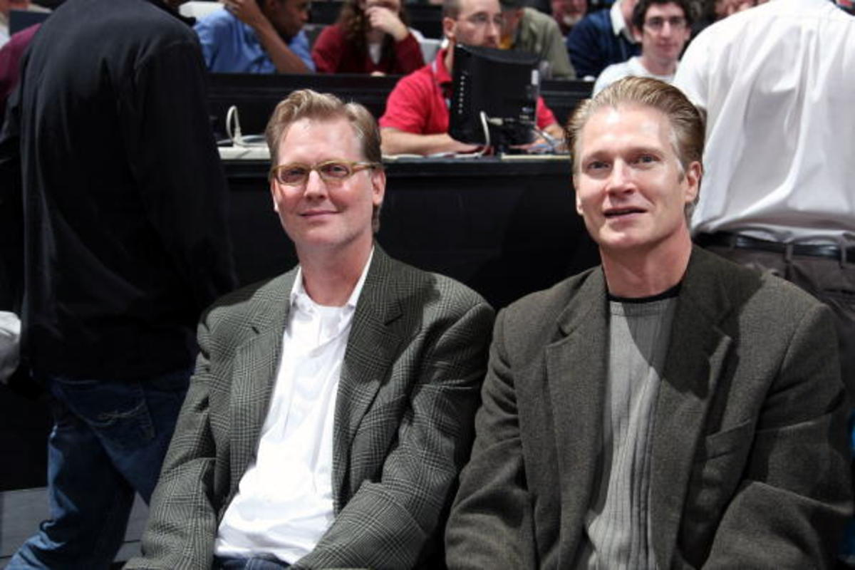 MINNEAPOLIS - OCTOBER 28: Comedian Craig Kilborn (L) cheers on the Minnesota Timberwolves during the against the New Jersey Nets during the season opening game on October 28, 2009 at the Target Center in Minneapolis, Minnesota.  NOTE TO USER: User expressly acknowledges and agrees that, by downloading and or using this Photograph, user is consenting to the terms and conditions of the Getty Images License Agreement. Mandatory Copyright Notice: Copyright 2009 NBAE (Photo by David Sherman/NBAE via Getty Images)